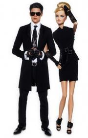 une tenue de Barbie à mode Karl Lagerfeld