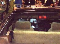 Les sièges avec appuis-tête mobile ne sont pas ceux de la série et le troisième feux de Stop n'existait pas sur KITT car il est arrivé en 1991