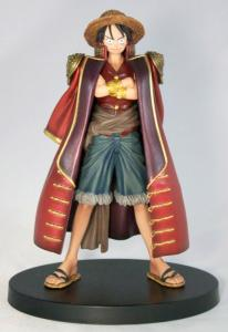 Luffy avec le manteau du célèbre pirate Gol D. Roger (collection Grandline Men Vol.3)