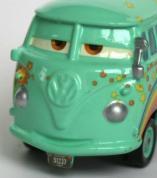 L'intérieure de la bouche n'est pas peinte et l'épaisseur de la peinture est telle, qu'elle noie un peu le logo Volkswagen qui par conséquent est un peu moins saillant.
