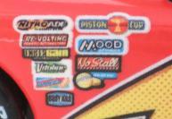 Les autocollants des sponsors situés de l'aile avant sont sur fond blanc au lieu d'avoir un fond transparent comme sur les autres versions de Flash.