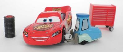 L'échelle de Guido est bien respectée par rapport à la miniature Flash McQueen