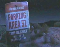 Marteau est emmené dans le laboratoire secret du Parking de la Zone 51 (Cars Toon - Pixar)