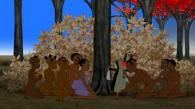 Une fois arrivé près de la Route des flamboyants, les enfants se cachent dans un buisson et sortent Kirikou du drap (Kirikou et les bêtes sauvages)