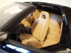 Ll'intérieur, K.I.T.T. était équipé des sièges « PMD » (Pontiac Motor Division) beiges, standards sur les Firebird en 1982/83.