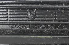 La grille avec au centre le logo Pontiac n'existe pas sur la version TV de KITT.
