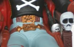 les boucles de ceinture sont très finement moulées, malheureusement la garde du sabre laser ne reprend pas le design original