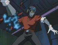 Le tir du chef mécanicien arrache le bras de l'humanoïde qui voulait discuter avec Warrius