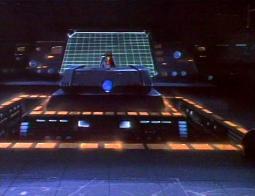 Malgré les dégâts de l'Ombre de la Mort, le père de Lydia a réussi à ramener le vaisseau à sa base