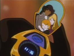 En voyant la photo du pendentif de Lydia, le capitaine de l'Ombre de la Mort réalise qu'elle est sa fille.