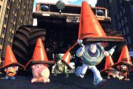 Buzz et les jouets se mettent en danger pour sauver Woody