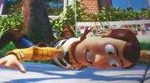 Woody pendu par un fils à quelques centimètres du sol est une allusion à Mission Impossible