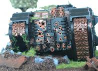 Le moteur criblé de balles a contraint le tank à l'immobilisation