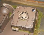 Le générateur a été construit par les Taus lorsqu'ils ont annexé cette base. Leur architecture contraste avec celle du bunker Space Marine.