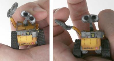 EVE et Wall-e sont moulé dans un plastique souple qui encaisse bien les manipulations des enfants.