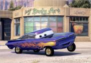 Ramone pose devant son atelier de Peinture (Cars - Pixar)
