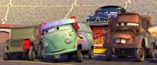 Fillmore et Sarge au ravitaillement d'essence (Cars - Pixar)