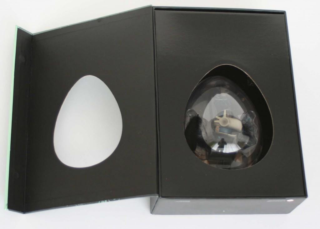 Un renfort cartonné empêche le couvercle de s'enfoncer dans la boîte