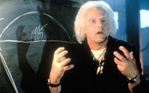 Maître Drill évoque fortement le personnage d'Emmett Brown de Retour vers le Futur