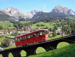 Un funiculaire est un train circulant sur une pente très inclinée
