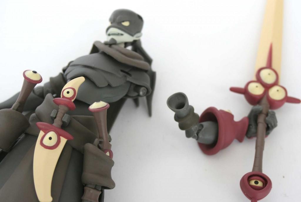 Lorsque la figurine est manipulée par un enfant, les membres peuvent se déboîter