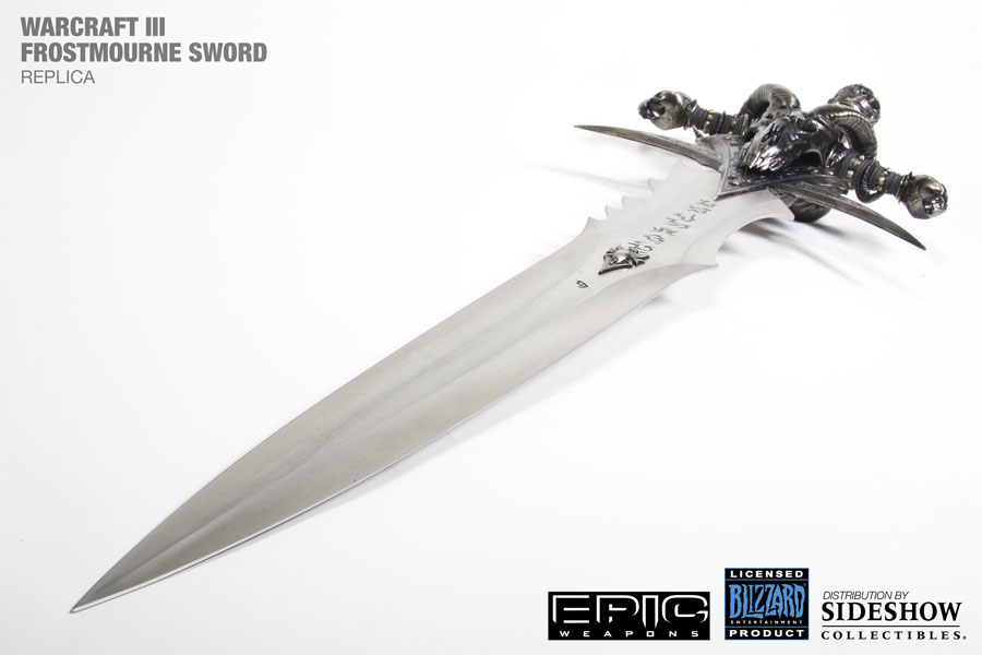 Réplique par Epic Weapons de l'épée Deuillegivre d'Arthas / Le roi liche (World of Warcraft)