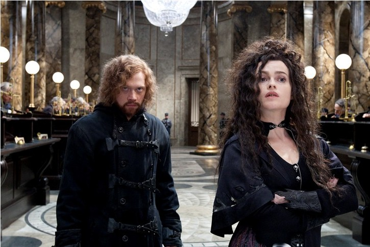 Harry Potter : Ermione en Bellatrix tentant de récupérer un horcrux