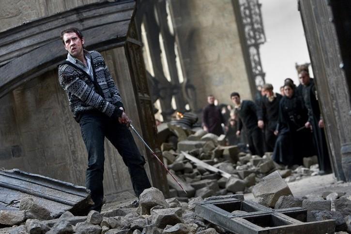 Neville avec l'épée de Gryffondor face à Voldemort (dans Harry Potter 7.2)