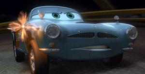 Finn McMissile possède une mitraillette latérale (Pixar - Cars)
