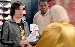 Christopher Lloyd (Doc Brown) dans la publicité Nike inspiré de Retour vers le futur 2