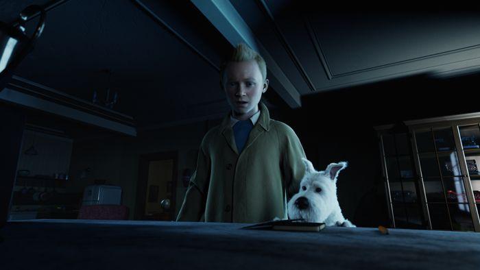Tintin et Milou dans le secret de la Licorne. Les deux sont dans un appartement sans lumière