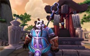 Pandarens habillé en bleu devant un bâtiment
