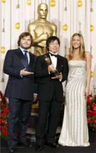 Kunio Katô après reçu son Oscar entouré de Jenifer Aniston et Jack Black