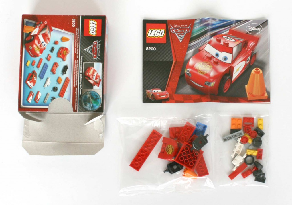 Contenu de la bote du Lego 8200 - Flash McQueen (Cars 2)