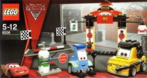 Lego 8206 - Guido et Luigi Tokyo Pit Stop (Cars 2)