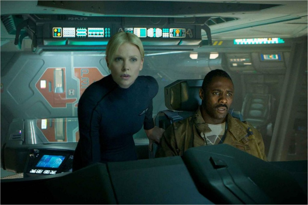 Photo du film Prometheus avec Charlize Theron au cockpit d'un vaisseau
