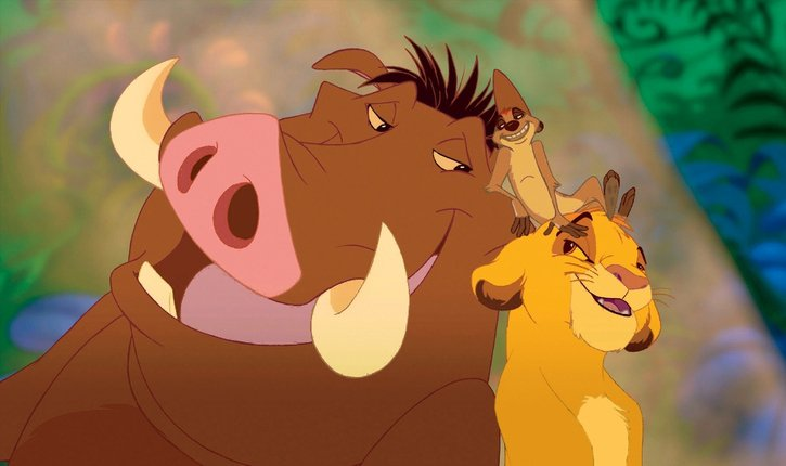 Pumbaa, Timon, Simba s'amusent ensembles dans le Roi Lion