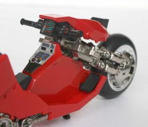 La tableau de bord de la moto de Kaneda est bien fini