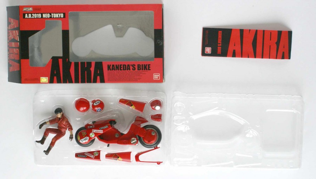 Packaging ouverture - Kaneda's Bike / moto de Kaneda - ech 1/15 (Bandai)