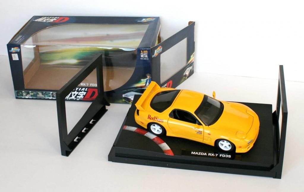 Ouverture de la boîte de la Mazda RX 7 FD3S - ech 1/18 (Jada Toys) - Initial D