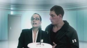 Judith, l'inquisitrice, et le policier Mattéo dans leur présent
