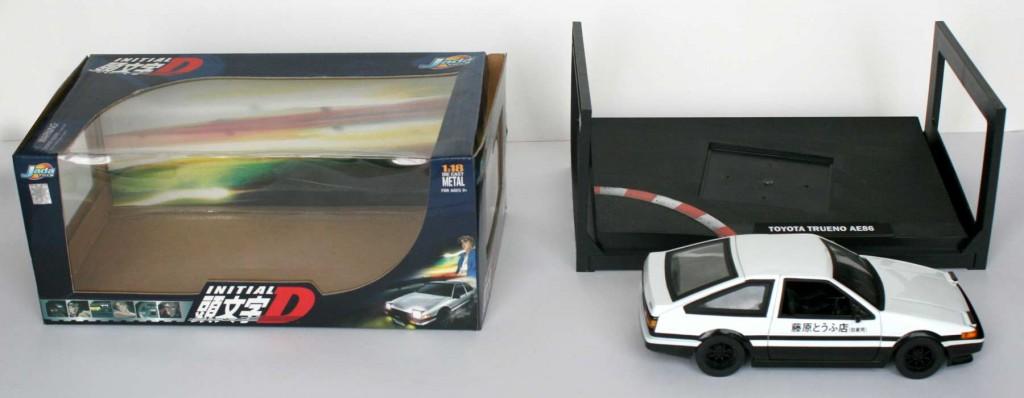 ouverture du Packaging de la Toyota Trueno AE 86 - ech 1/18 (Initial D)
