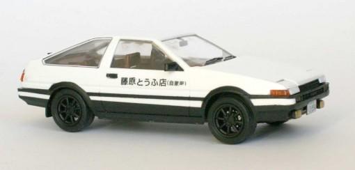 Initial D : Toyota Trueno AE 86 - ech 1/24 (Aoshima)