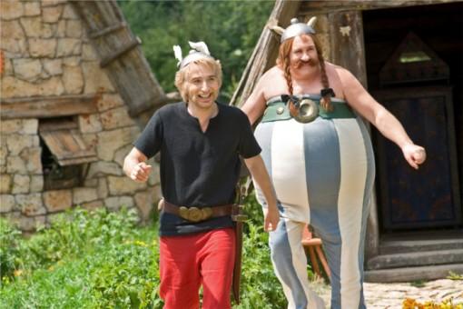 Astérix et Obélix dans leur village ( Astérix et Obélix au service secret de sa majesté)