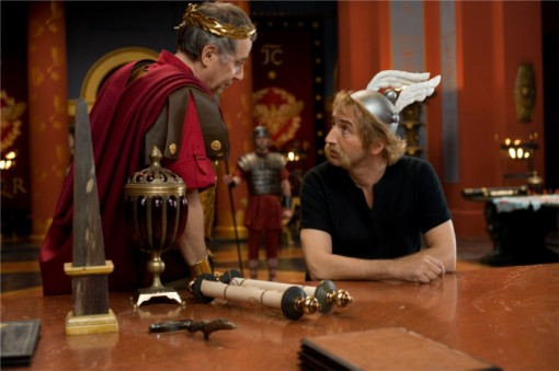 César face à Astérix dans Astérix et Obélix au service secret de sa majesté