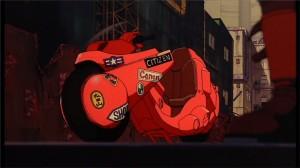 Vue de trois quart de la moto de Kaneda dans le film Akira