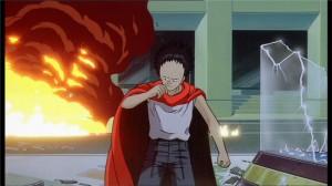Tetsuo, paré de sa cape rouge, se prépare à combattre les militaires qui l'empêchent d'accéder au stade où se trouve Akira