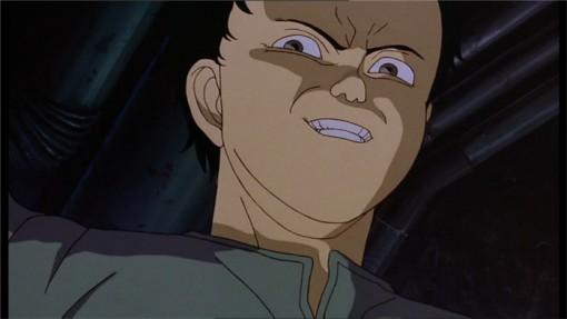 Regard d'envie de Tetsuo. Il espère que ses pouvoirs vont lui permettre de prendre le dessus sur Kaneda