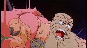 Tetsuo perd sa forme humaine et demande à Kaneda de l'aide