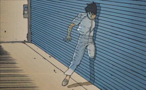Kay passe à travers un mur pour échapper à Tetsuo qui a survécu à son attaque